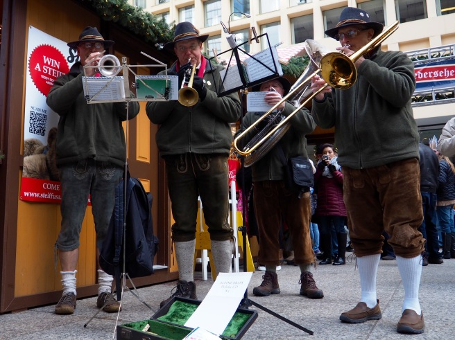 Some fun German music to add to festive feeling in the air.