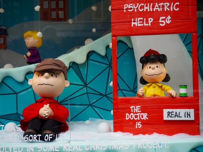 I loved the Peanuts theme for some of this year's holiday windows at Macys.