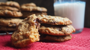 Recipe for Oatmeal Cranberry Chocolate Chip Cookies // List Maker Picture Taker