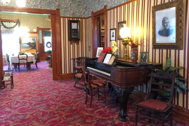 Hemingway Birthplace//Day Trip in Oak Park Illinois//List Maker Picture Taker
