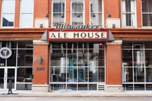 Milwaukee Ale House//Day Trip Milwaukee//List Maker Picture Taker